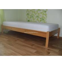 masivní postel dětska s obrazky